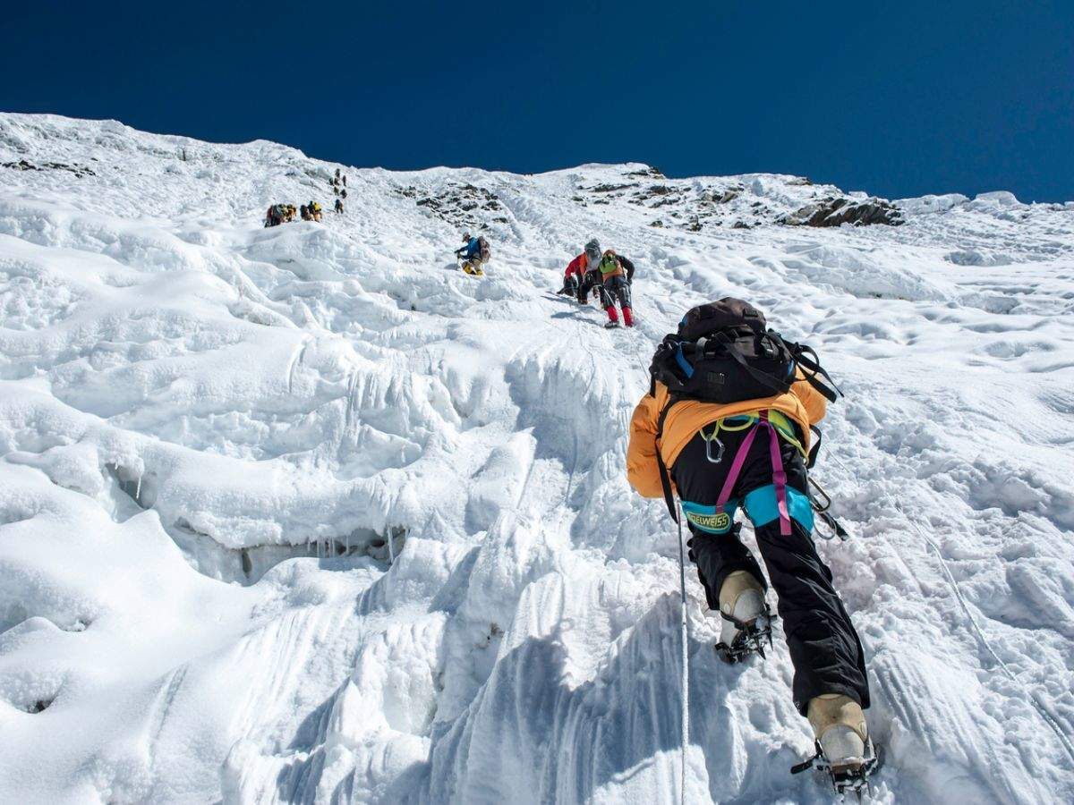 China to draw line of separation at the summit of Everest due to COVID-19