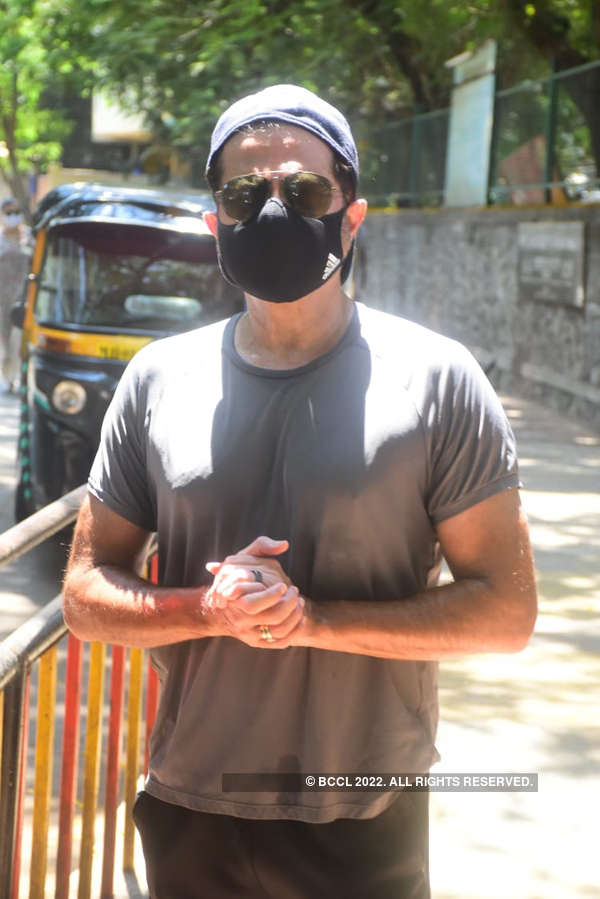 #ETimesSnapped: Paparazzi pictures of your favourite celebs