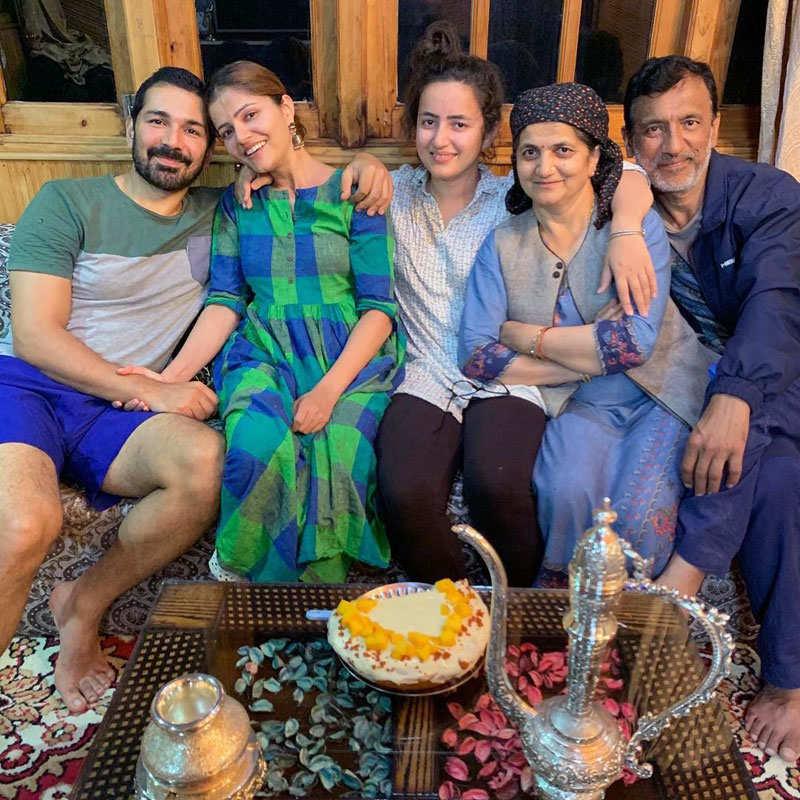 Pictures of Bigg Boss 14 couple Rubina Dilaik and husband Abhinav Shukla go viral