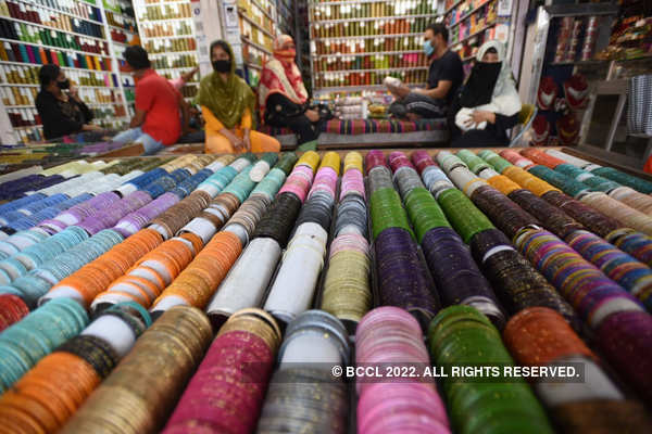 Muslims gear up for Eid around the world