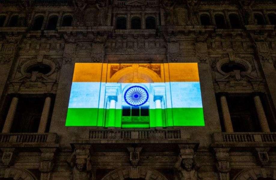 O icônico Pacos du Conselho de Portugal brilha nas sombras do tricolor indiano