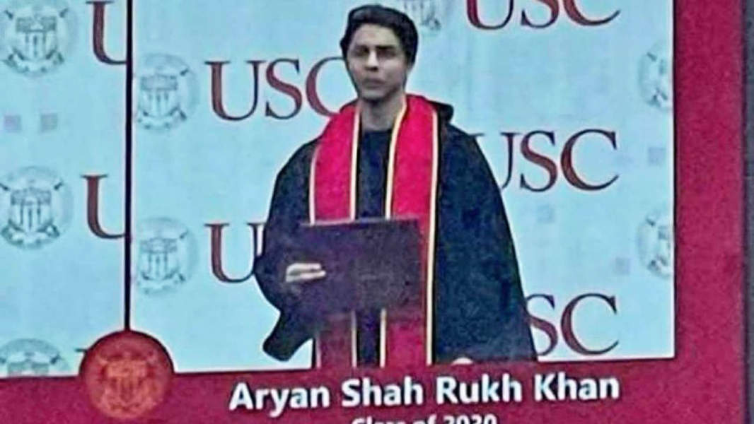 These pictures of SRK's son Aryan Khan from his graduation ceremony are breaking the internet