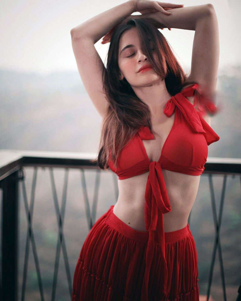 Sanjeeda Shaikh's glamourous pictures are turning up the heat!