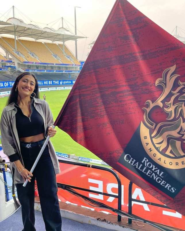 Yuzvendra Chahal's wife Dhanashree Verma is a die-hard RCB fan, these pics are proof!