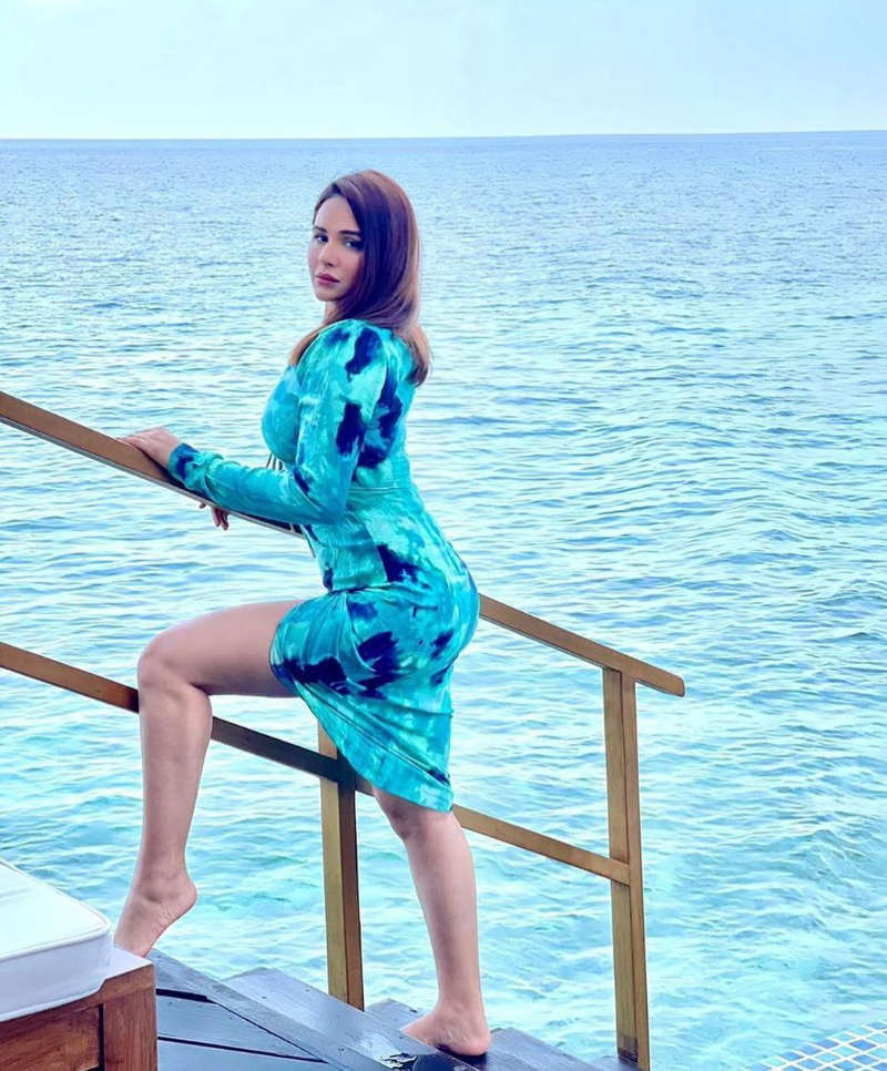 Beach vacation pictures of Punjabi beauty Mandy Takhar
