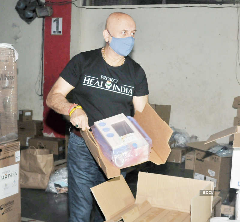 Anupam Kher donates oxygen concentrators, BiPAP machines to BMC amid COVID crisis