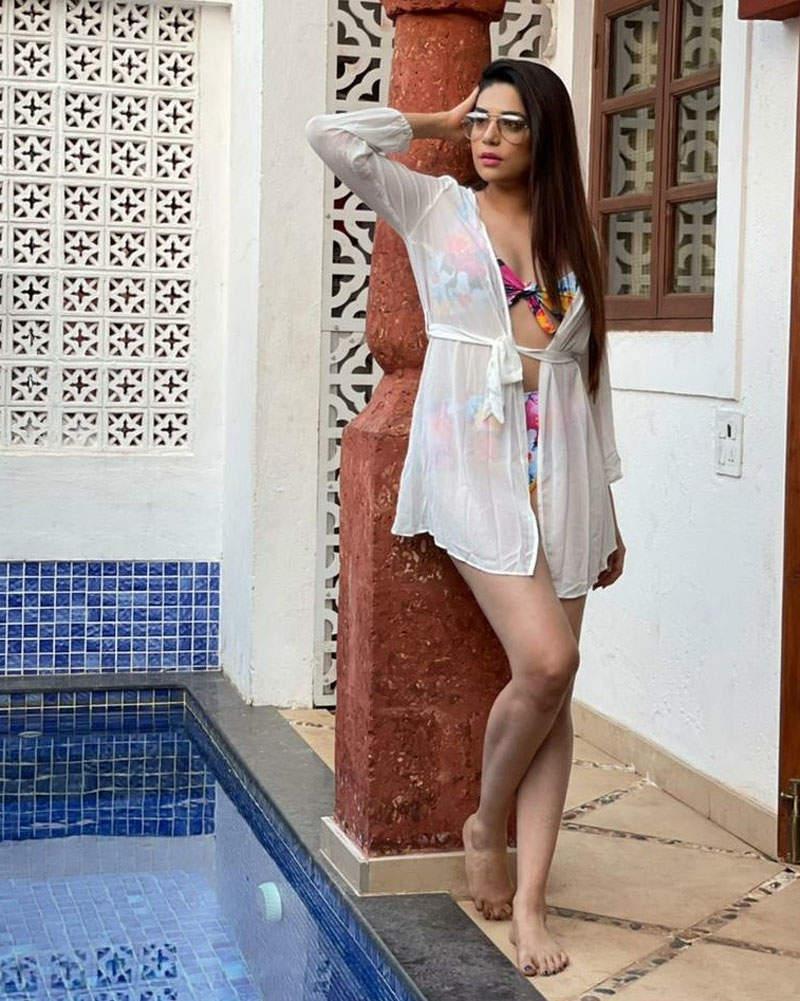 Kundali Bhagya actress Anjum Fakih looks bewitching in bikini, pictures go viral