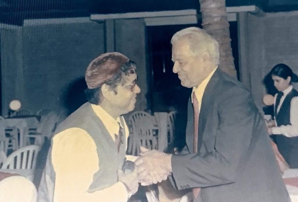 Raam Laxman with Dara Singh at the wedding of Singh's daughter