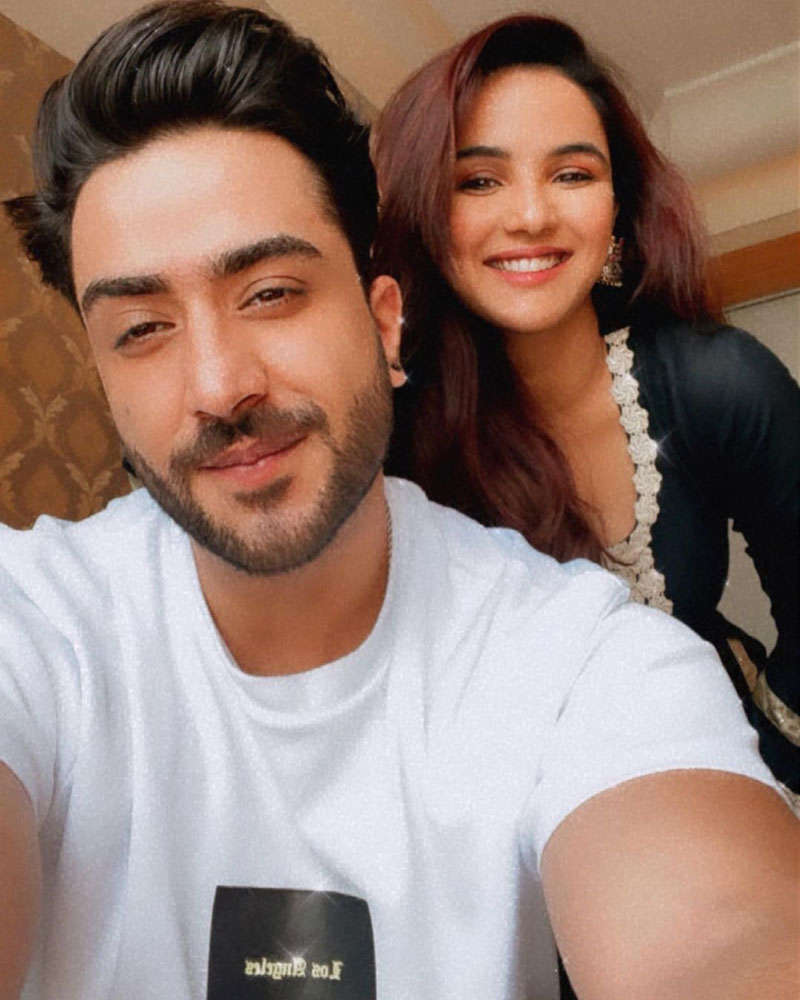 Former Bigg Boss 14 contestants Jasmin Bhasin and Aly Goni's romantic pictures go viral