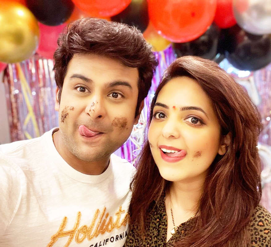 Lovely pictures from 'The Kapil Sharma Show fame' Sugandha Mishra's birthday celebration