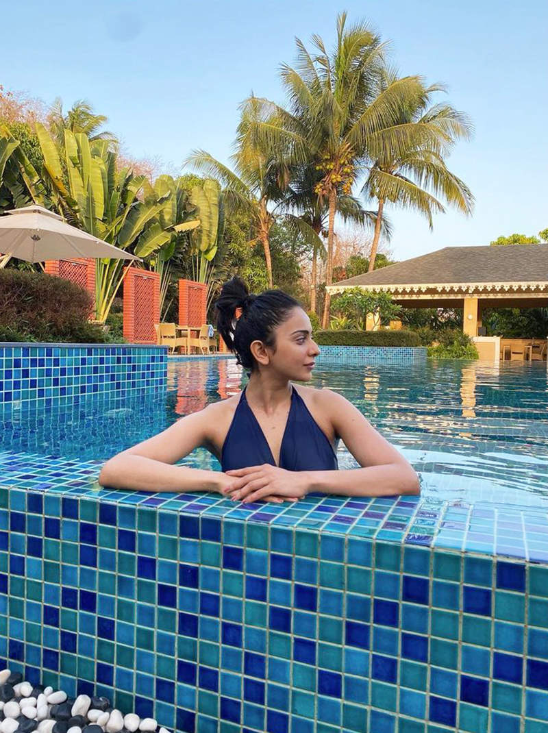 These new pictures of Rakul Preet Singh with her brother are all about sibling love!