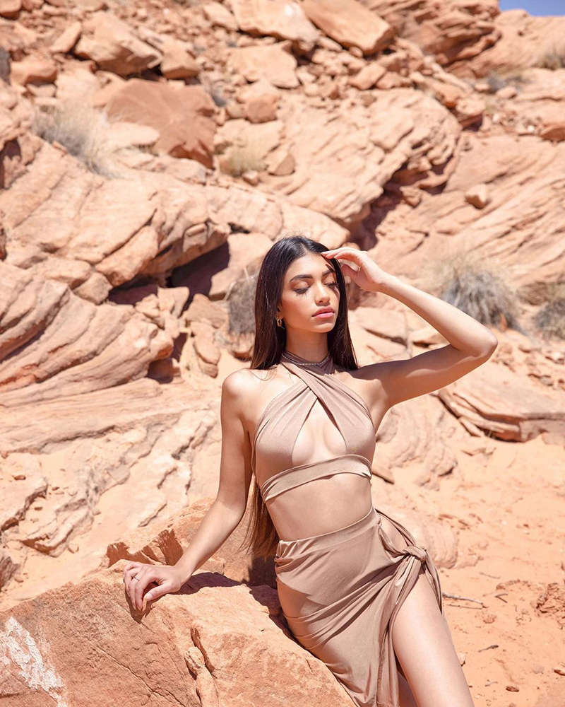 Alanna Panday is turning up the heat with her bewitching pictures