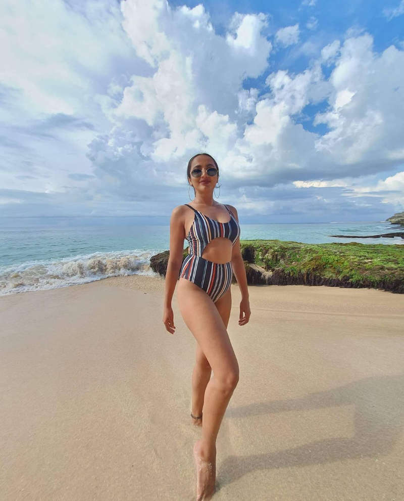 Telugu diva Tejaswi Madivada is creating new waves on social media with her vacation pictures