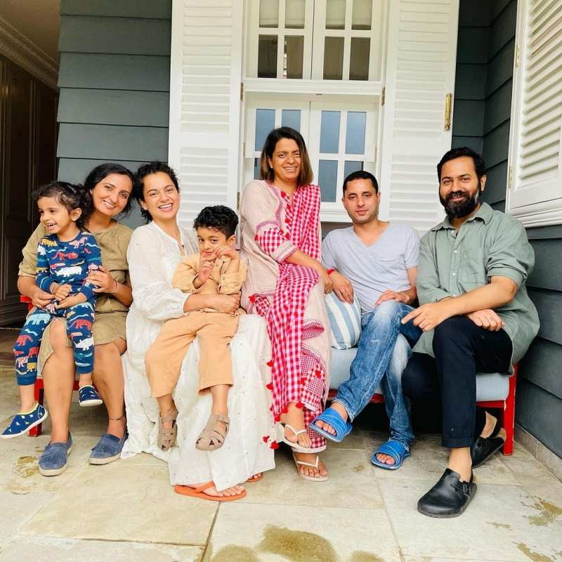Kangana Ranaut reunites with family after recovering from COVID-19, shares precious pictures!