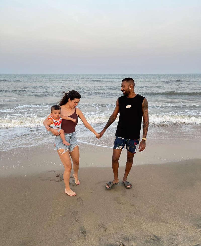 Fun-filled pictures of Hardik Pandya and Natasa Stankovic enjoying their beach day