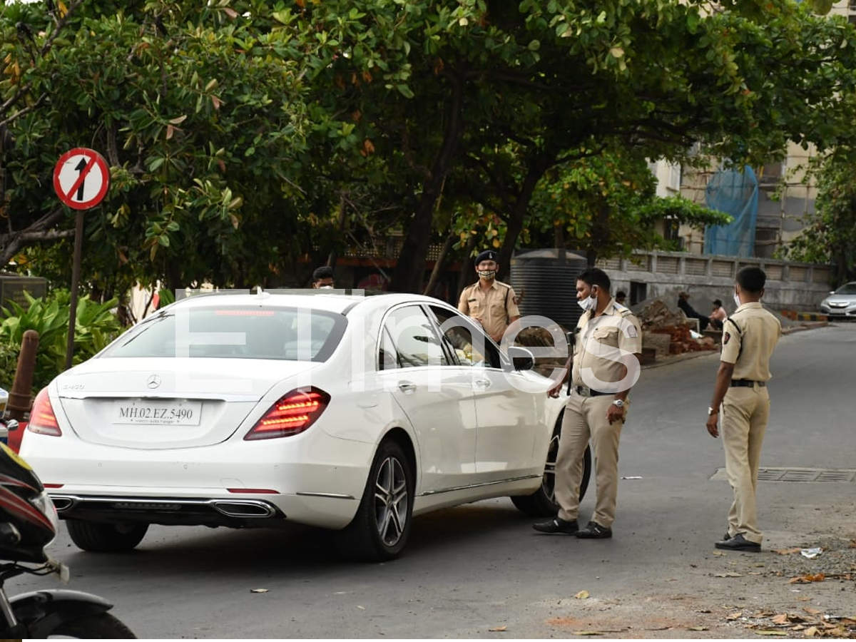 , Disha Patani and Tiger Shroff pulled over by Mumbai Police during car drive – Times of India,