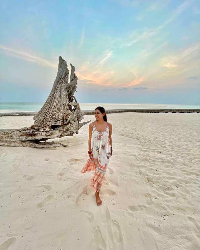 Jasprit Bumrah's wife Sanjana Ganesan's stylish pictures echo sophistication