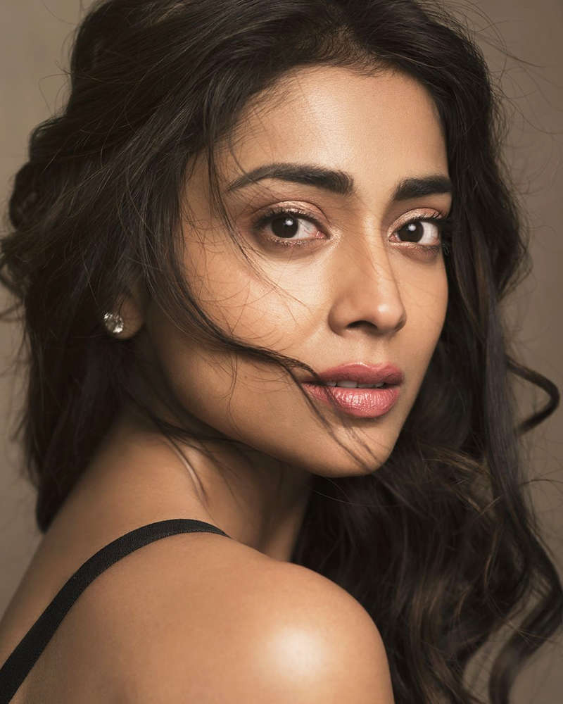 Shriya Saran is making heads turn with her new picture in stunning beach wear