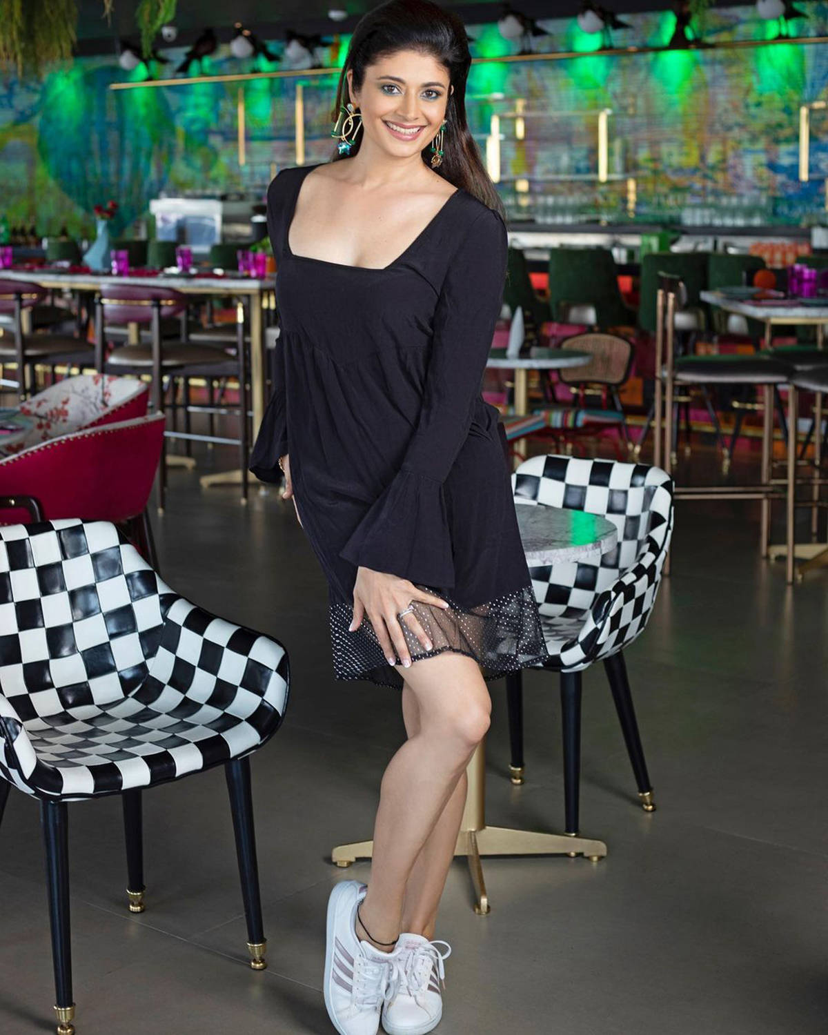Pooja Batra is making new waves on the net with her glamorous photos