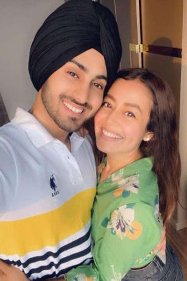 Happy birthday: Neha Kakkar's romantic pictures with her husband Rohanpreet go viral