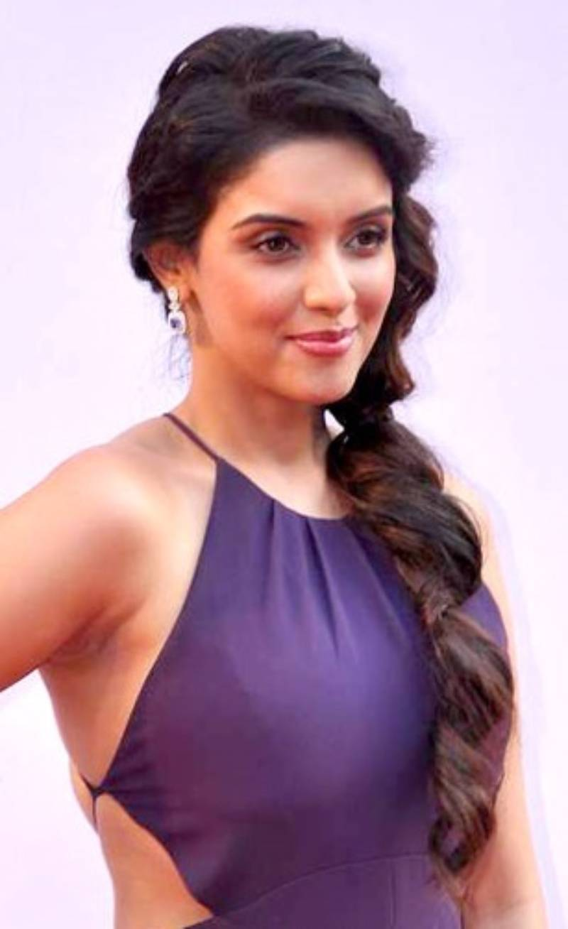 Beautiful pictures of Bollywood actresses who quit showbiz after marriage.