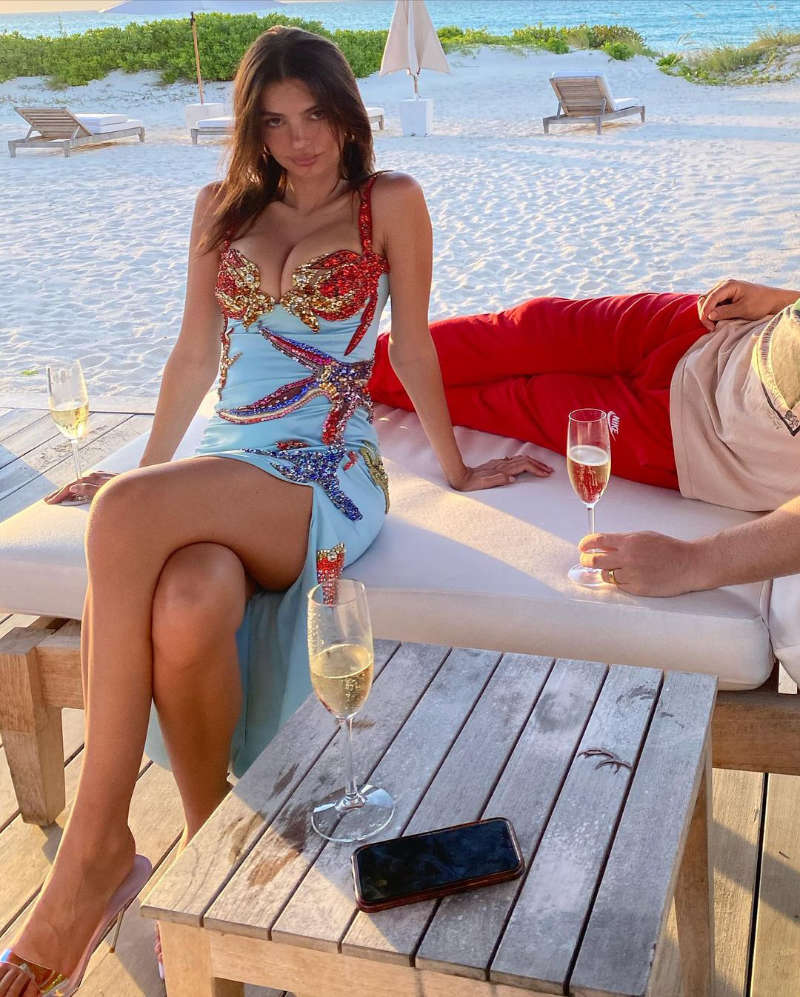 Emily Ratajkowski is giving us major mermaid vibes with her new vacation pictures