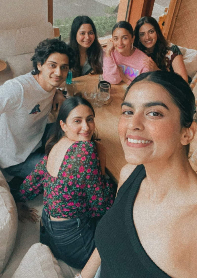 Fun-filled pictures from Alia Bhatt's brunch date with BFFs
