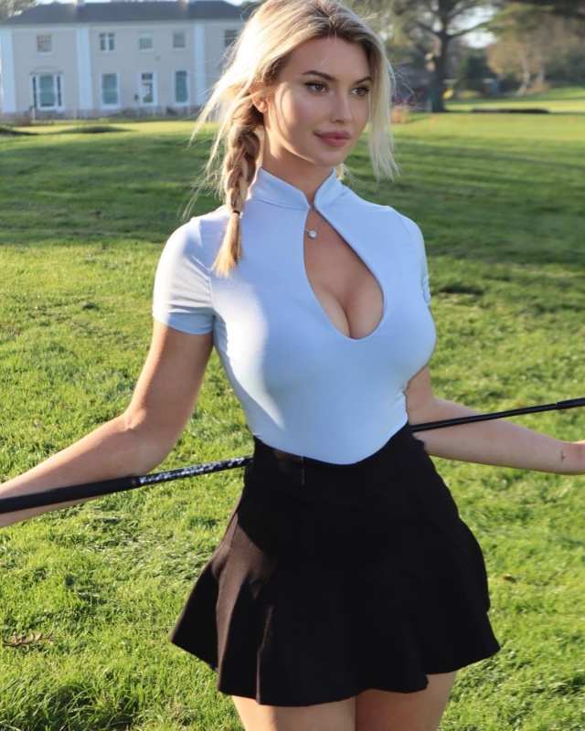Lucy Robson wows golf fans with her incredibly charming photos