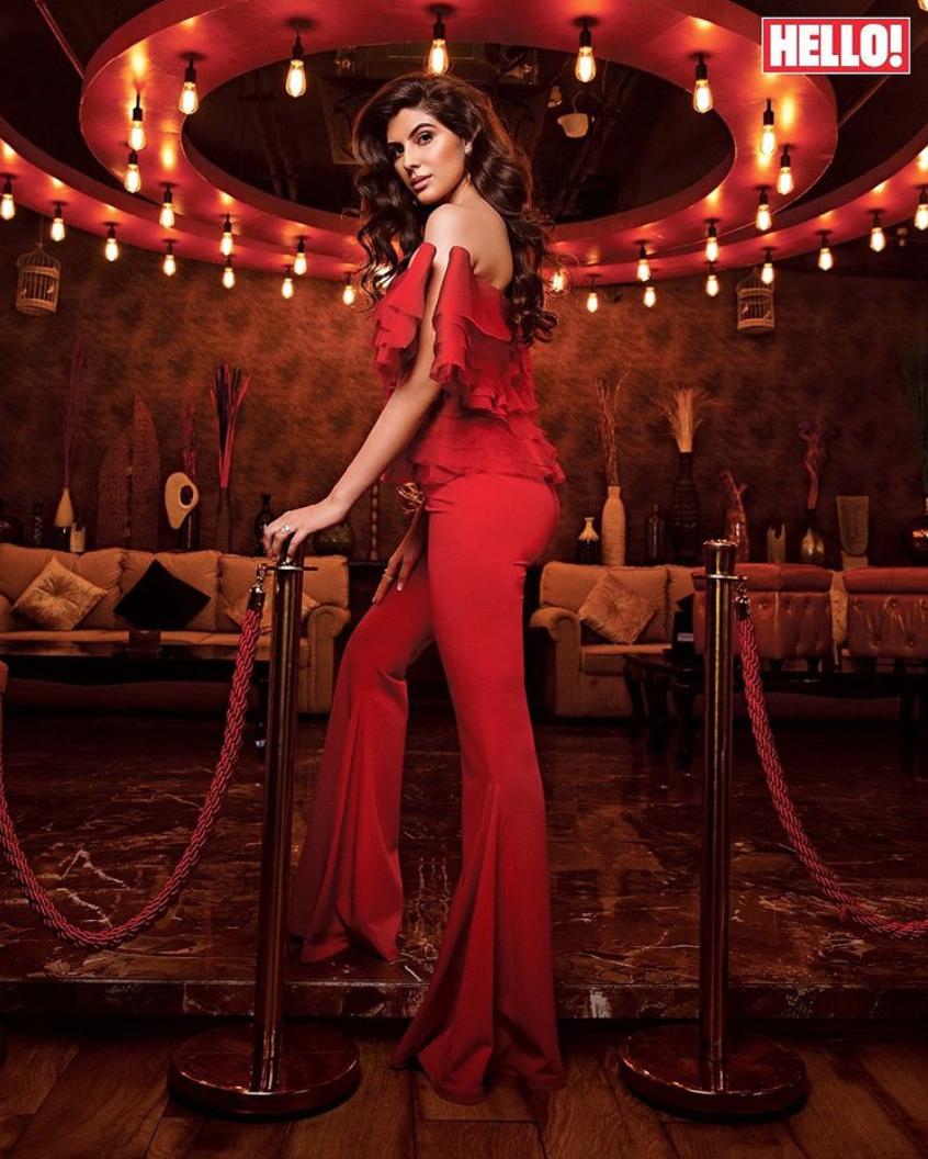 Meet Elnaaz Norouzi, the gorgeous Iranian beauty...