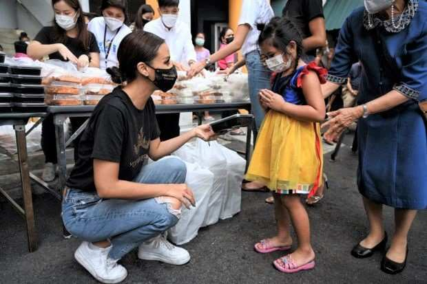Miss Universe Thailand Amanda Obdam served Michelin-starred meals in Bangkok slums