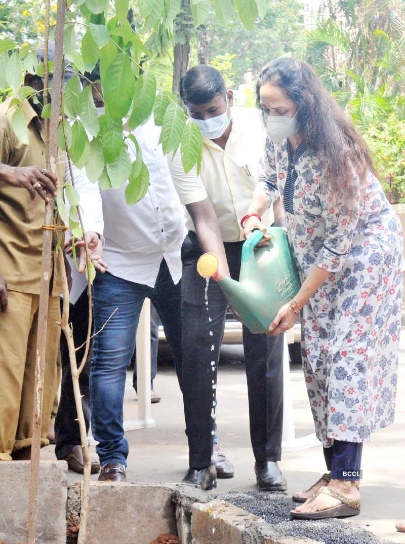 Hema Malini and Esha Deol participate in BMC's adopt a tree campaign