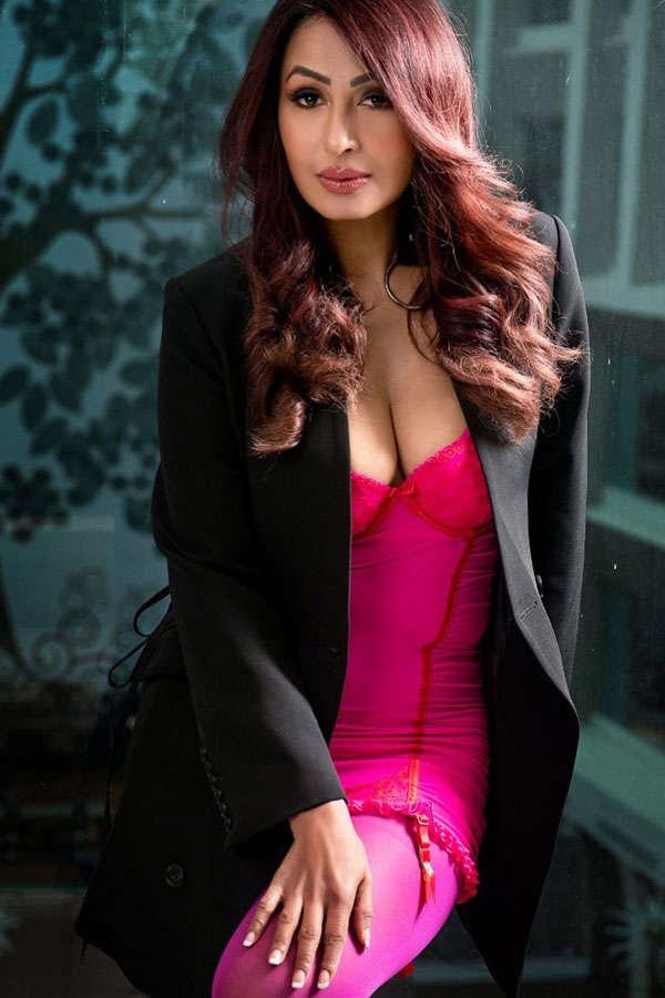 Bigg Boss fame Kashmera Shah turns heads with her glamorous avatar