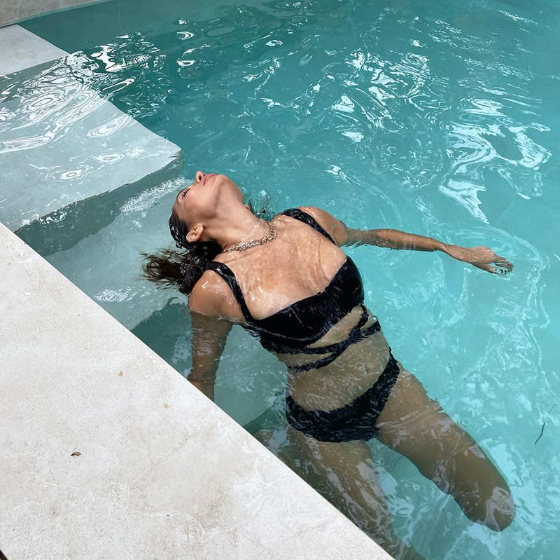 Post break-up with beau Karan Kundrra, Anusha Dandekar teases fans with her new pool pictures