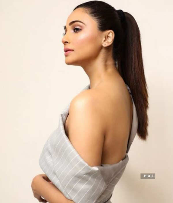 Daisy Shah is teasing with her new bewitching pictures