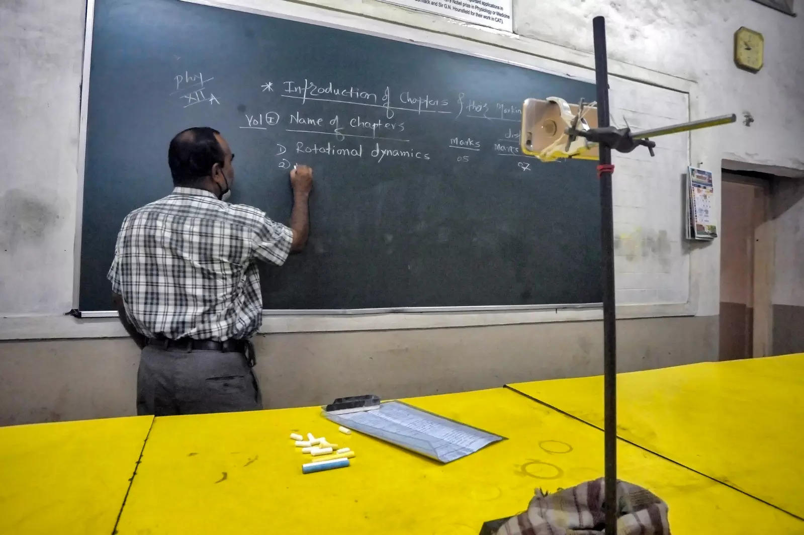 Tamil Nadu govt asks teachers to go to schools to help in admissions