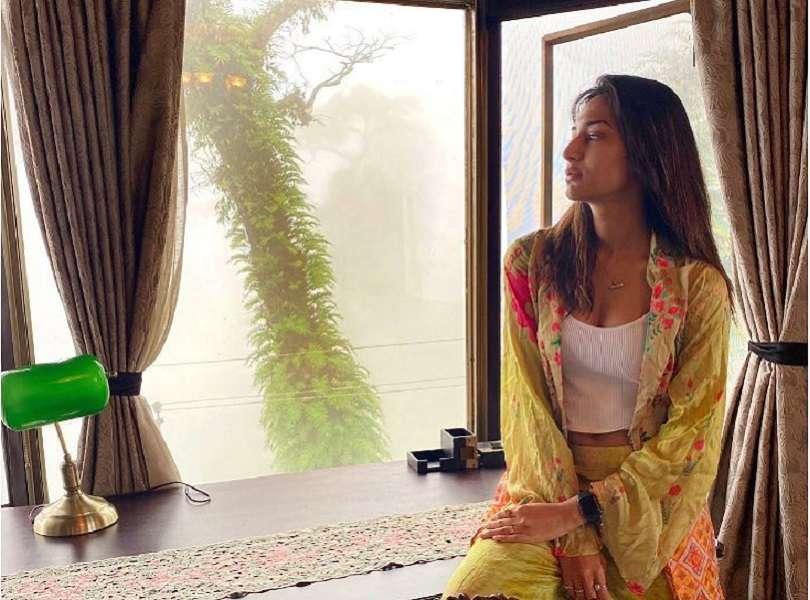 Erica Fernandes shares throwback pictures of her Siliguri shoot for 'Kuch Rang Pyaar Ke Aise Bhi'