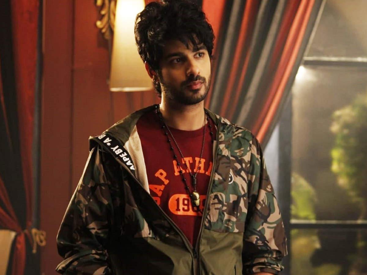 Abrar Qazi plays rockstar Rudraksh Khurana in the serial Yeh Hai Chahatein
