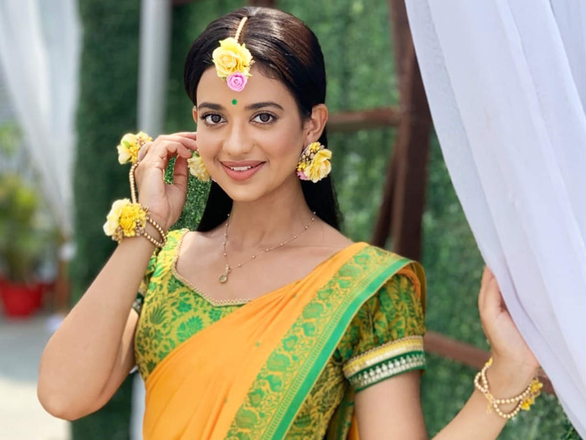 Shruti sharma plays an item girl named Kahani Verma in the show Namak Issk Ka