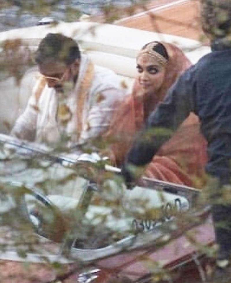 Unseen wedding pictures of Deepika Padukone and Ranveer Singh raising a toast go viral