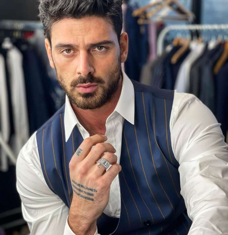 Drool worthy pictures of soon to star in a Bollywood project Italian actor Michele Morrone.