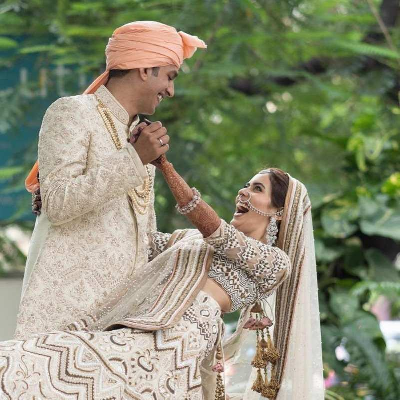 New pictures from Sana Sayyad's intimate 'nikaah' ceremony with Imaad Shamsi will restore your faith in true love