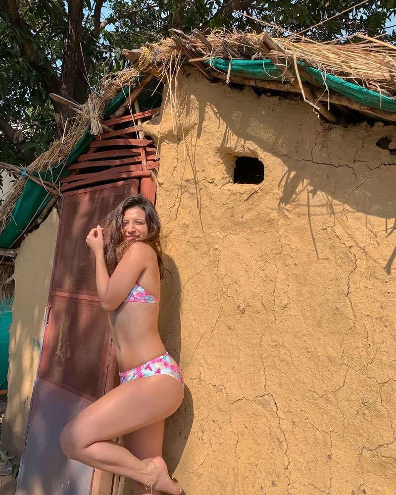 Former Bigg Boss 11 contestant Benafsha Soonawalla's pictures go viral