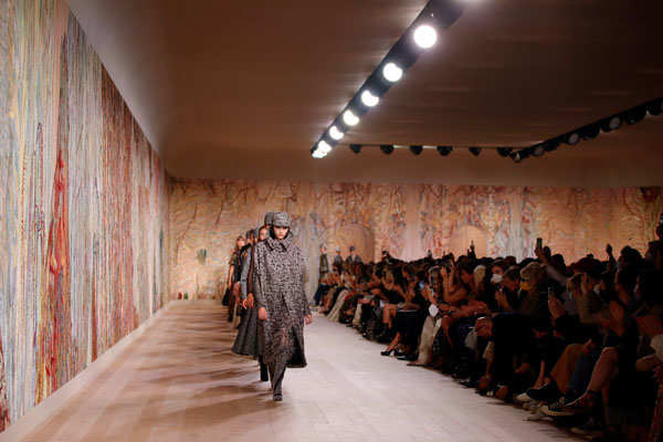 These pictures from designer Maria Grazia Chiuri's fashion show will leave you mesmerised