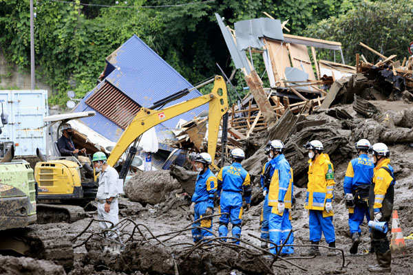 These pictures show the destruction caused by landslide in Japan