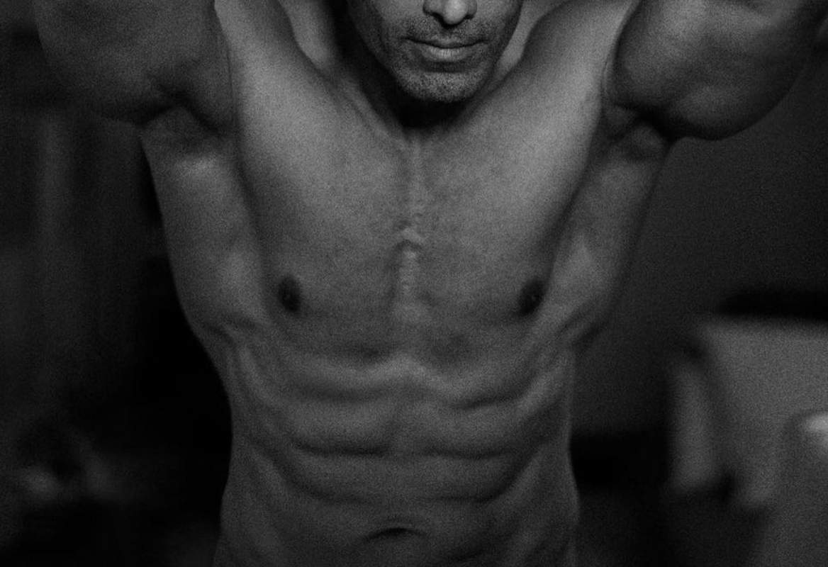 Can you guess the six pack abs of the six bolly celebs?