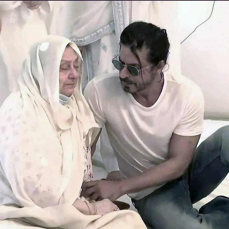 Dilip Kumar's demise: Pictures of Shah Rukh Khan consoling tearful Saira Banu go viral