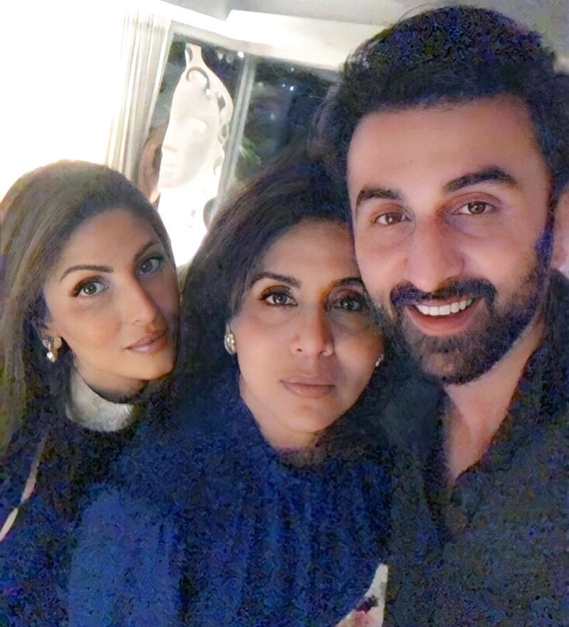 Inside pictures from Neetu Kapoor's midnight birthday celebration you just can't give a miss