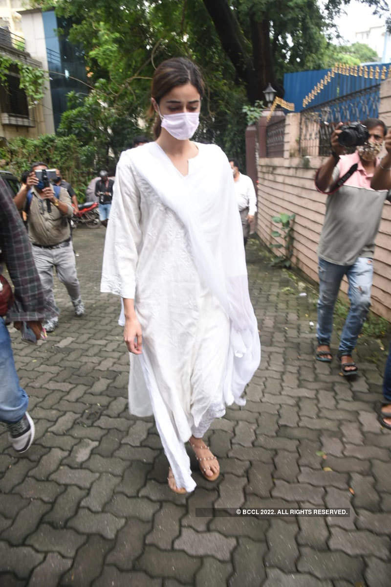 Ananya Panday gets teary-eyed at grandmother Snehlata Pandey's funeral