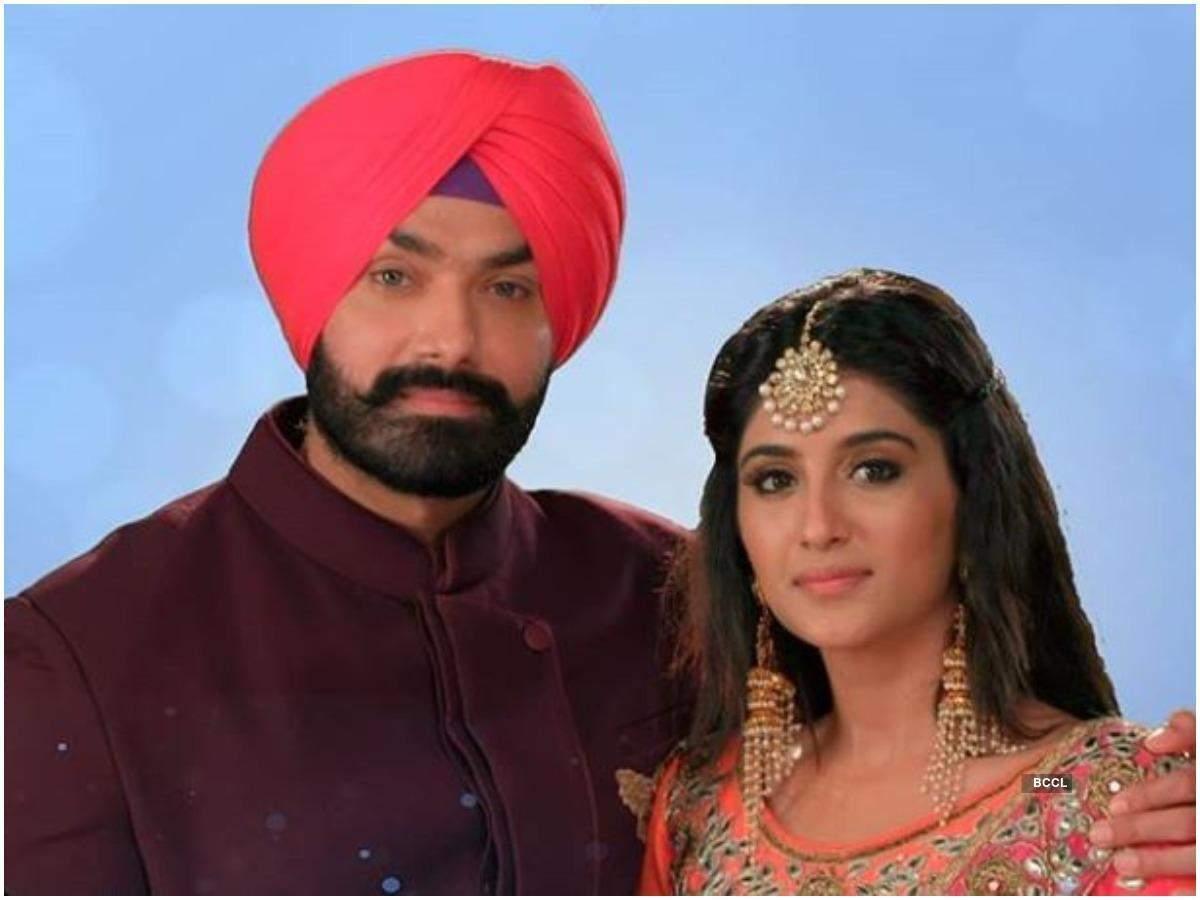 Avinch Rakhi e Nimrit Kaur Ahluwalia in una scena dello spettacolo
