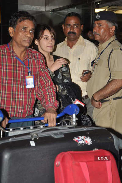 Minissha Lamba at airport